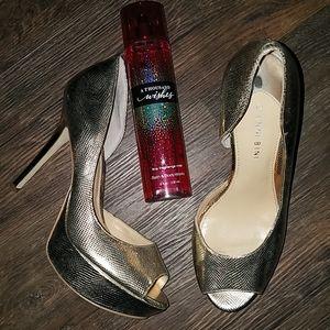 Gianni Bini gold New Years Eve heels size 8 M